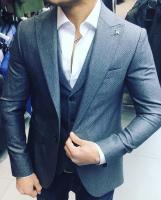 Mezuniyet içi erkek takım elbiseleri